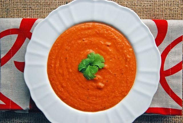 Krem z czerwonej soczewicy i pomidorów