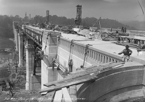 Toronto Pictures (Constructing the Viaduct, Toronto 1917)