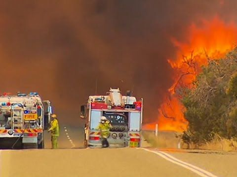 Raw: Firefighters Battle Bushfires in Australia - YouTube