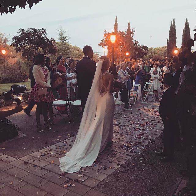 Felicidades Cristina & Gregorio!! 💕 una ceremonia súper emocionante... #lovestory #lovestorynovias #wedding #love #lovestoryweddingplanner #bodasdeensueño #losjardinesdelcanal