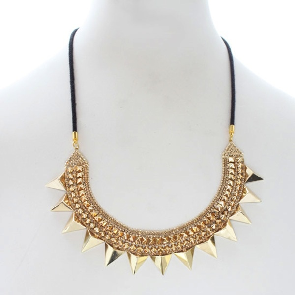 Una collana dalle forme geometriche firmata Gwen Stefani