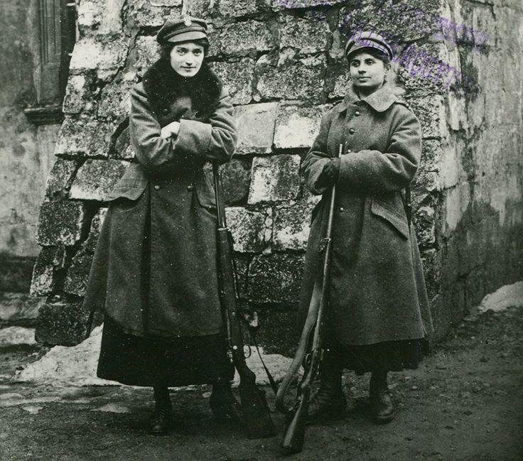 Legia Kobieca we Lwowie, na warcie, 1918, fot. Biblioteka Narodowa/POLONA