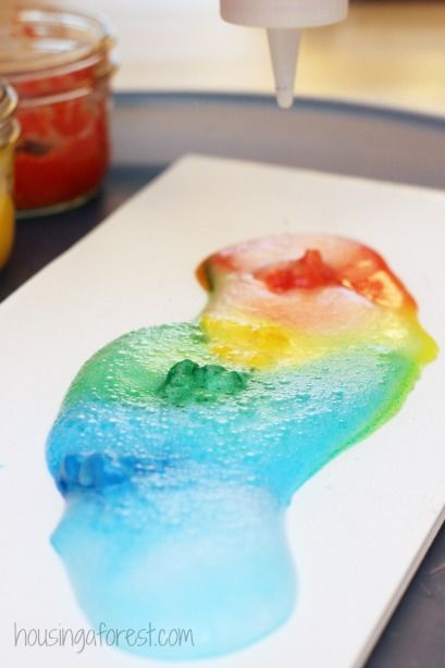Vinegar Baking Soda ~ Fizzing Paint Experiment :: sensory play :: sensory art