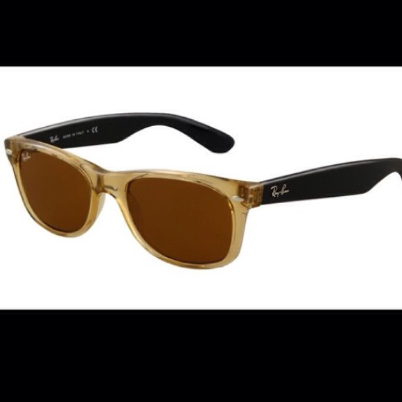 Ray ban wayfarer Good condition. Honey/black. Comes with case and cloth. USE THE OFFER BUTTON Ray-Ban Accessories