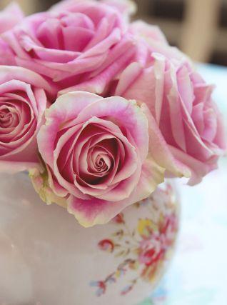 gorgeous flowers at Crown & Crumpet // HonestlyYUM