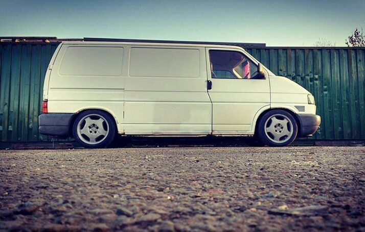 @86c_hlg 's T4 Isn't Your Usual Polished Up Show Van But It Still Looks Sick #ModifiedVans #VW #VeeDub #VDUB #VolksWagen #Transporter #T4 #LowDownTransporters  GO FOLLOW @86c_hlg by modifiedvans