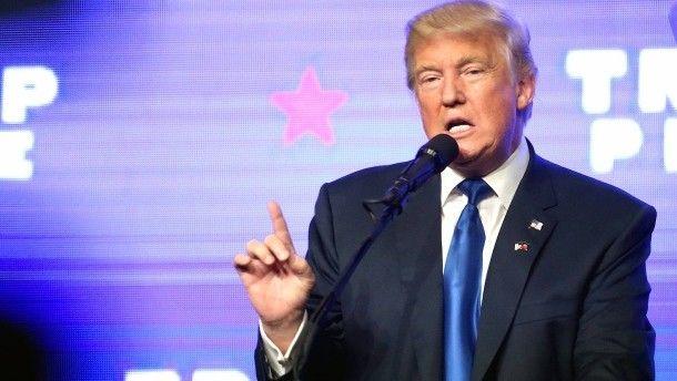 Wahlen in Amerika Trump deutet wieder Gewalt gegen Clinton an Der umstrittene Präsidentschaftskandidat der Republikaner ruft Clintons Personenschützer dazu auf, ihre Waffen niederzulegen. Es ist nicht die erste Entgleisung dieser Art.