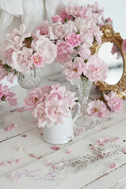flowers to brighten the bedroom and fill it with fragrance