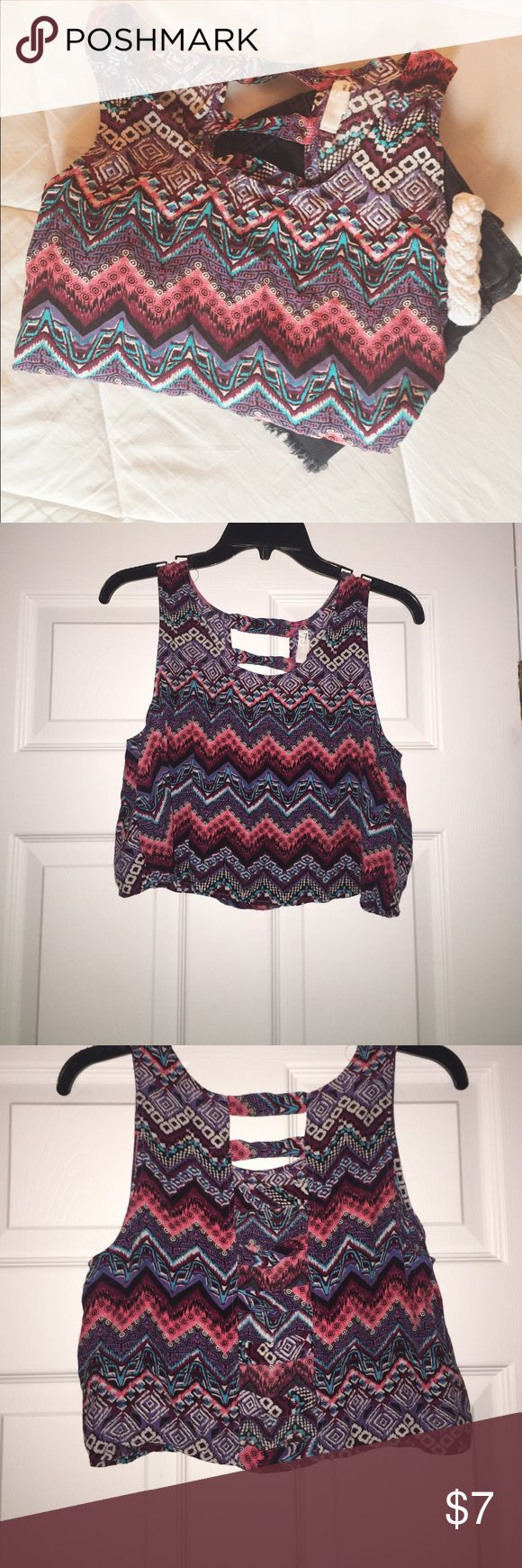 Colorful Aztec Print Flowy Crop Top by Garage This crop top is in EUC! Worn only ONCE! Purchased from Garage. Colorful, flowy, aztec crop top with a cutout back. Size is medium. Perfect for summer time! Soo pretty Garage Tops Crop Tops