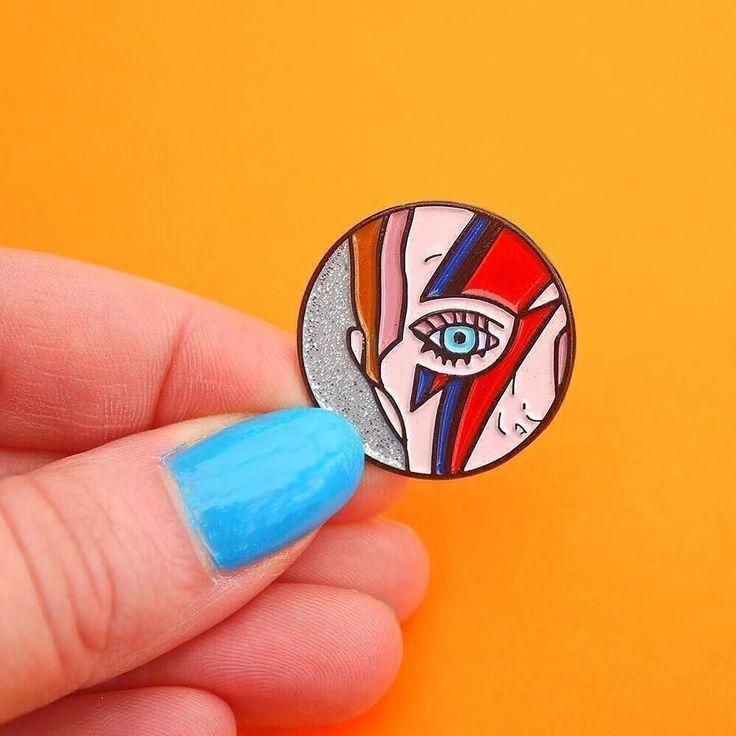 Ziggy Stardust lapel pin