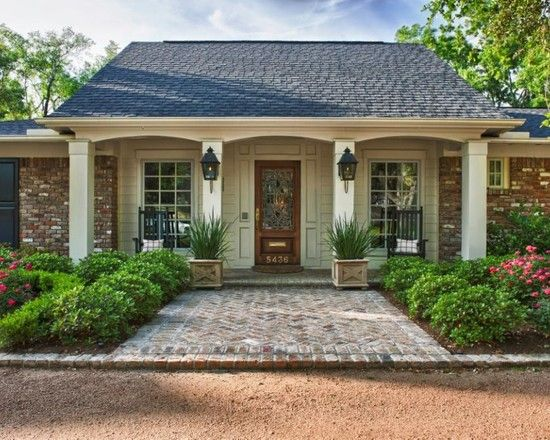 Stunning Classic Living Room to Your House: Fancy Tanglewood Grace Home Facade View Small Garden