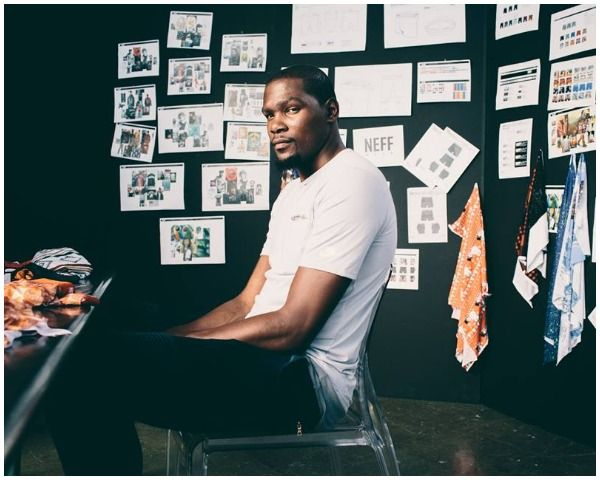 Kevin Durant Net Worth, GSW Contract, Endorsements & More: How Much Is He Earning? - http://www.morningledger.com/kevin-durant-net-worth-gsw-contract-endorsements-more-how-much-is-he-earning/1382464/