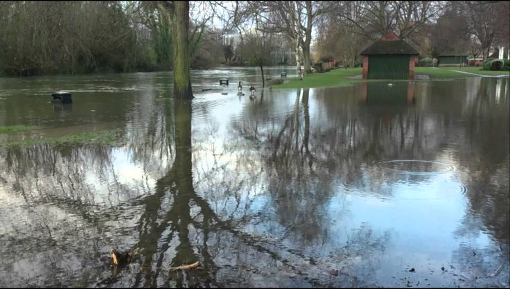 Lammas Pk still flooded in Staines.
