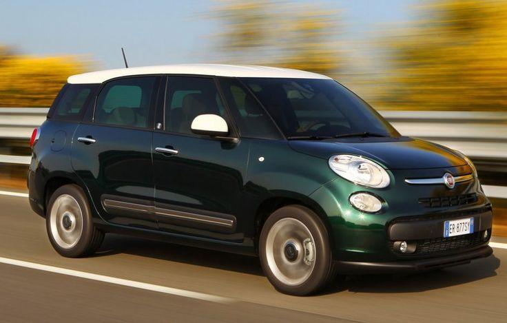 Fiat 500L Living - Uguale alla 500L fino alle portiere posteriori, la Fiat 500L Living si differenzia nella coda, cresciuta di una spanna (per una lunghezza totale di 435 cm contro 415). Dunque, non cambia lo spazio, peraltro abbondante, a disposizione di chi siede sul divano scorrevole, ma cresce sensibilmente la capacità del bagagliaio (560-638 litri con i cinque posti in uso, e 1704 rinunciando alla seconda fila).