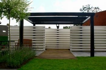 This could make a good house entrance Modernist Cliche's ie .spaced horizontal board fence, black framed pergola with facade'