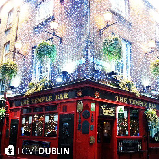 @valeria_brunelli took a trip to the cobbles of #TempleBar #cobblestone #lights #Christmas #pub #Dublin #LoveDublin