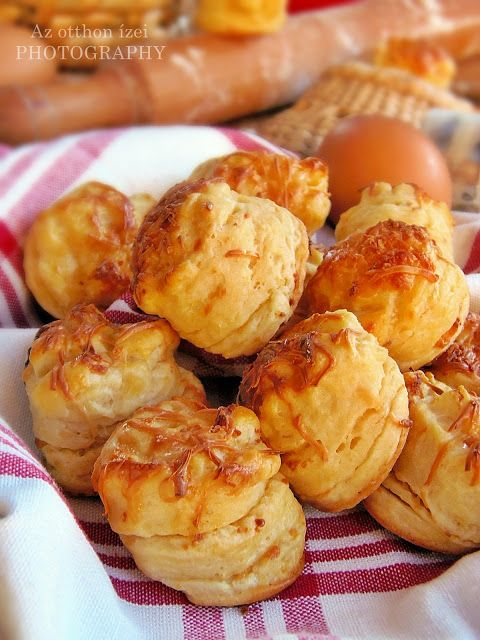 Az otthon ízei: Aranyló füstölt sajtos pogácsa Gabriellától