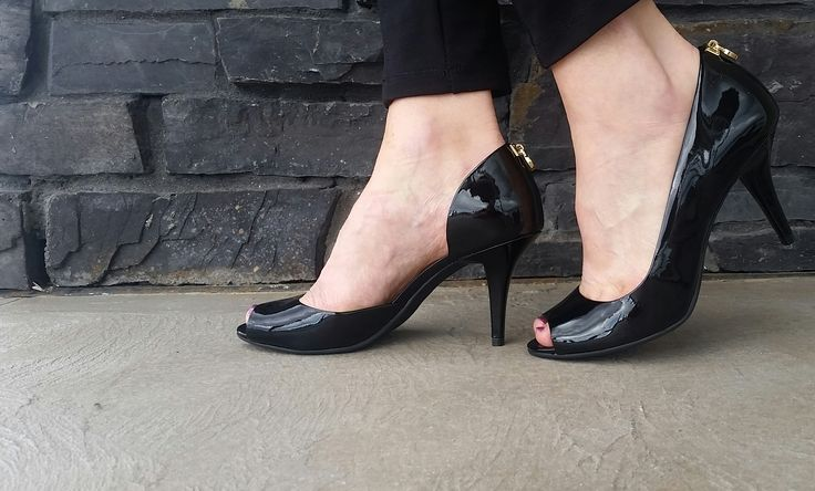 Sultry yet sophisticated, these MICHAEL KORS peeptoe pump are a versatile choice. They go flawlessly from office to nightlife, tailored skirts to offduty denim. Featured here is the Hamilton, and it's available in our Grande Prairie store, located right beside redwingshoes in Grande Prairie @michaelkors  #iloveshoes #glitz #glamor #peeptoe #pump #michaelkors #fashion #women #heels #office #night #leather #daytonight #hamilton