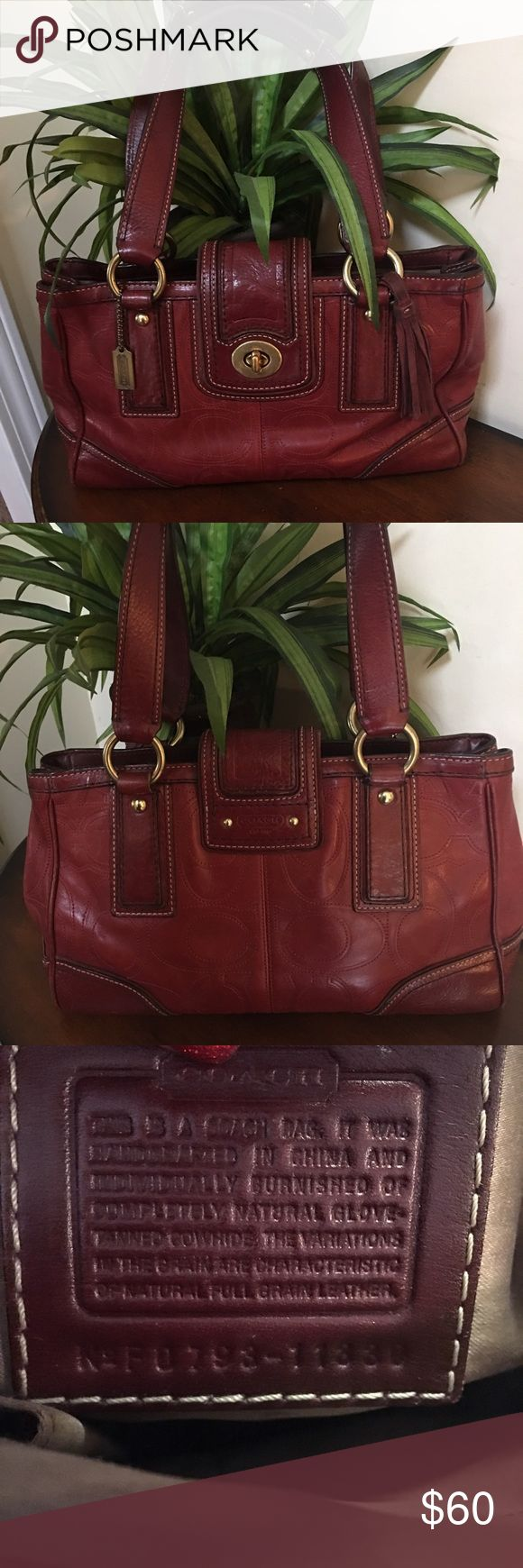 🌺🎀Coach Maroon Leather Purse🌺🎀 🌺🎀Coach Maroon Leather Purse is in GUC and such a beautiful bag to be worn as an everyday carry bag or as a special occasion bag🌺🎀 Coach Bags Shoulder Bags