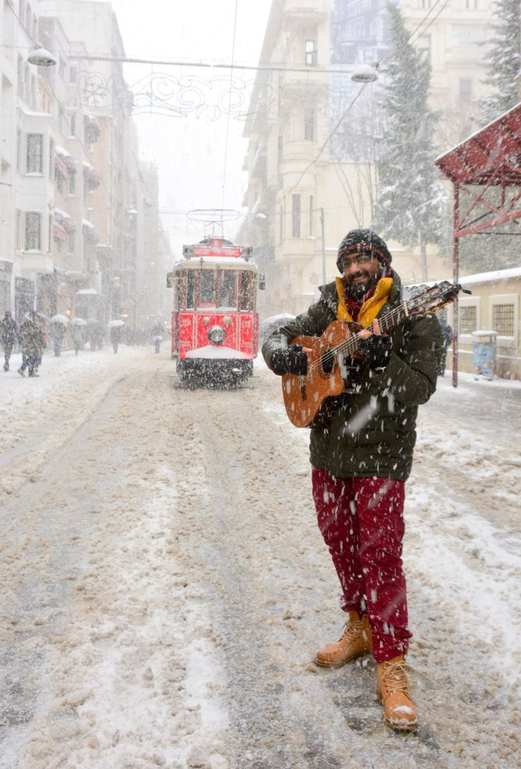 snow, music and Istanbul(istiklal street) by Yaşar Koç