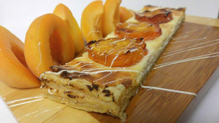 Τάρτα σφολιάτας με τυρί, λευκή σοκολάτα και βερίκοκα | ION Sweets