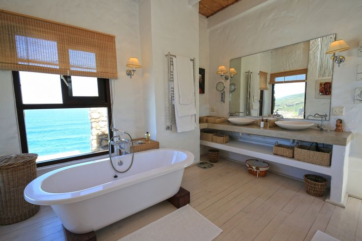 In this magnificent and exclusive country house in South Africa you can admire the ocean while taking a bath! #realestate #luxuryhouse #luxurylife #dreamhouse #southafrica #sea #oceanview #view https://www.luxuryestate.com/p35824661-country-house-for-sale-plettenberg-bay