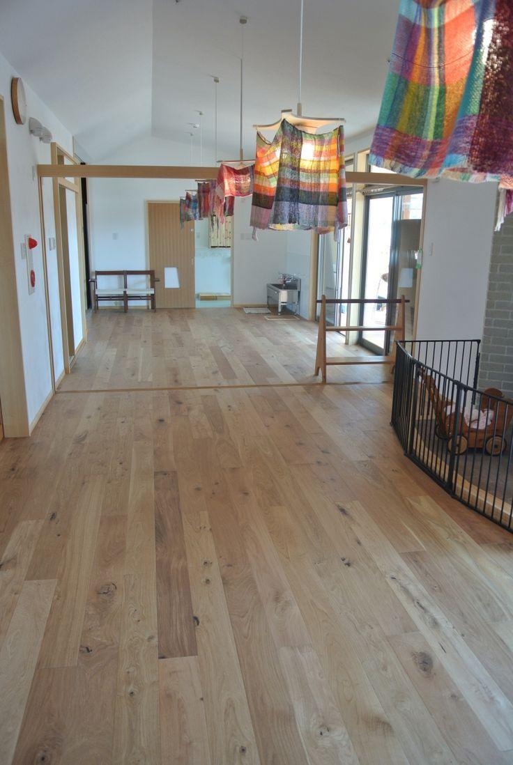 オーク(ナラ) マルチレイヤー一枚もの(低温式床暖房兼用) ナチュラル マルチレイヤーフローリング(公共物件に使用されている無垢フローリング、積層フローリングの施工事例)- 子供部屋事例|SUVACO(スバコ)