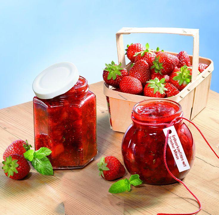 Erdbeerkonfitüre mit frischer Minze Eine frische Konfitüre mit Erdbeeren und feiner Minznote