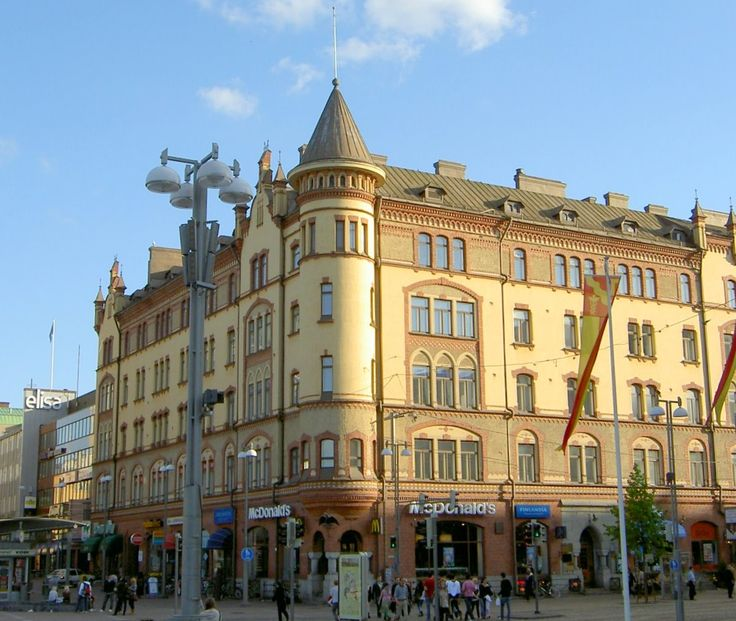 The Commerce building, bordering Keskustori, the central market square in Tampere, Finland. By Bertel Jung, Waldemar Andersin & Oscar Bomanson, 1899.