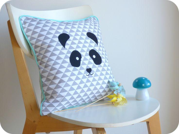 Coussin panda déhoussable carré motifs géométriques gris et bleus