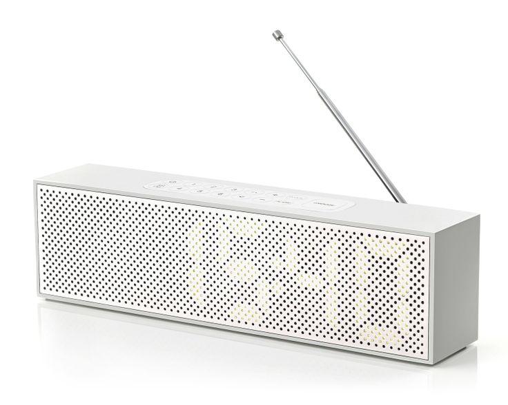 TITAN LED CLOCK RADIO (radio reveil titanium)  design : jeremy et adrian Wright  Marque :  lexon studio  96.00 singulier.com