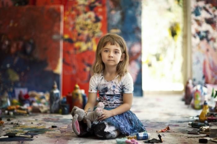 #интересное  Самый юный талант в художестве (6 фото)   Семилетняя девочка Аэлита Андре из Австралии уже художник со стажем: она создала свою первую картину в 9 месяцев, еще не умея ходить. Папа, австралийский художник Майкл Андре, оставил чистый холст в гостиной, о�