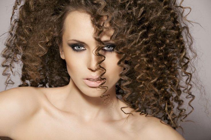 Capelli frisè, cotonati, afro, rasta: lo styling è fantasia! | Gama