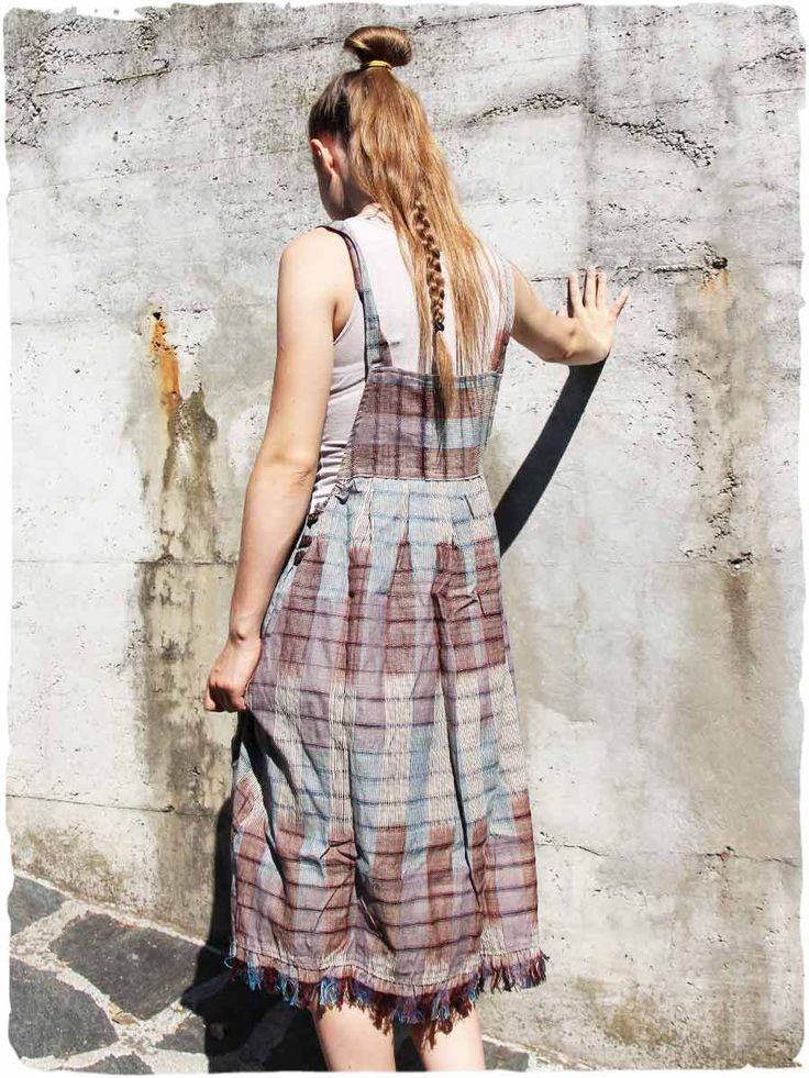 salopette vestito Floriana  #Salopette #Vestito lunghezza media. Modello di vestito salopette #etnico comodo e fresco,  perfetto per le calde giornate estive. Splendidi #fiori in #stoffa sulla pettorina. #modaetnica #ethnicalfashion #lamamita #moda #fashion #italianfashion #style #italianstyle #fashionblog #fashionblogger #modaitaliana #lamamitafashion #moda2016 #fashion2016 #style #guatemala #guatemalastyle #dress #salopette #dungaree #acconciature #trecce