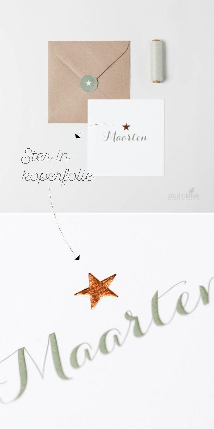 Speciaal geboortekaartje met ster in koperfolie. De naam en ster zijn ook gepreegd, hierdoor zijn ze voelbaar. Dat heeft dit kaartje een sjieke uitstraling!