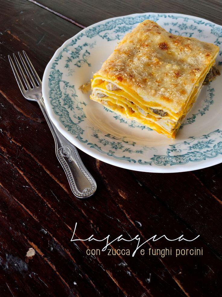 Lasagna con zucca e funghi porcini, ricetta vegana con pasta di Kamut.