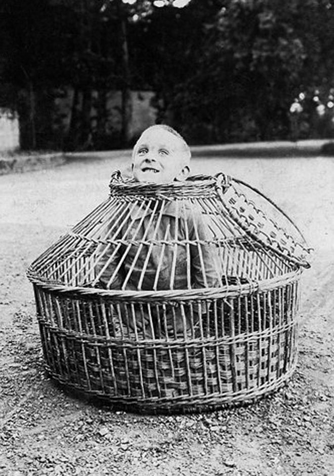bizarre vintage photographs | Old Photographs (Pics) creepy scary weird old photo photos photographs ...