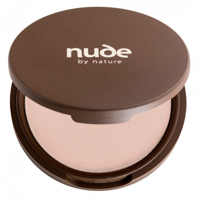 This luxurious pressed powder foundation provides a lightweight, semi-matte finish with a medium-to-full coverage for up to 8 hours. Instantly illuminates the skin and minimise the appearance of pores and wrinkles.