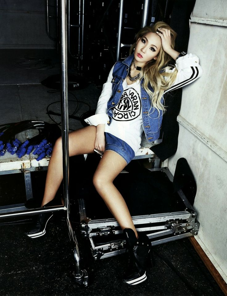 CL 2NE1 - Harper's Bazaar Magazine May Issue 2014 - Jean Shorts, Vest, White Graphic Top, Black Shoes, Dramatic Makeup