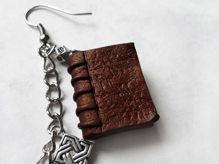 Vintage Book Cover Tutorial : How to make antique miniature book charms from polymer
