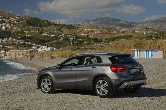 Mercedes-Benz GLA: ¿VERSIONES Y PRECIOS? GLA 200 Automático Urban – USD 105.900  GLA 250 4MATIC Automático Urban – USD 126.900 Su garantía es de 2 años sin límite de kilometraje
