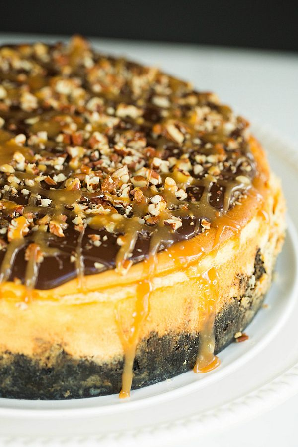 Turtle Cheesecake by @Michelle (Brown Eyed Baker) :: www.browneyedbaker.com. I love turtle cake so turtle cheesecake can only be that much better!