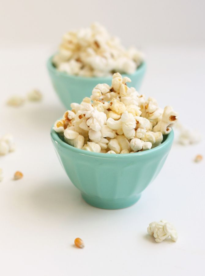 Sea salt honey butter popcorn: http://www.stylemepretty.com/living/2016/01/03/sea-salt-honey-butter-popcorn/ | Photography: The Fauxmartha - http://www.thefauxmartha.com/