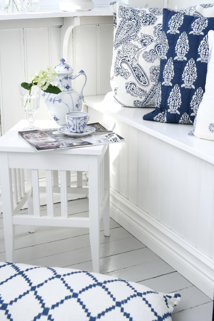 B ℓ u e . I n t e r i o r s - Royal Copenhagen Blue: I have that coffee pot, it was my grandmother's