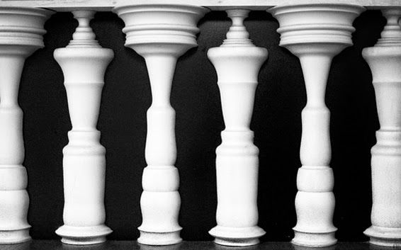 Chesspeople illusion http://optischeillusies.blogspot.nl/2014/08/optische-illusie-kunst.html