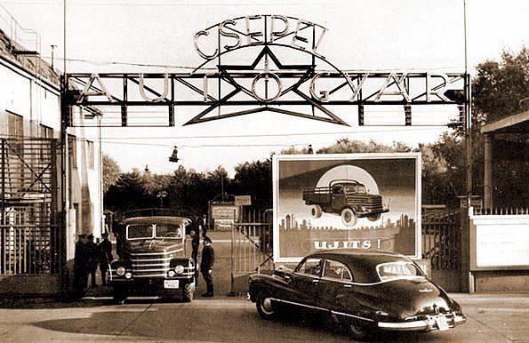A Csepel Autógyár kapuja az 50-es években.