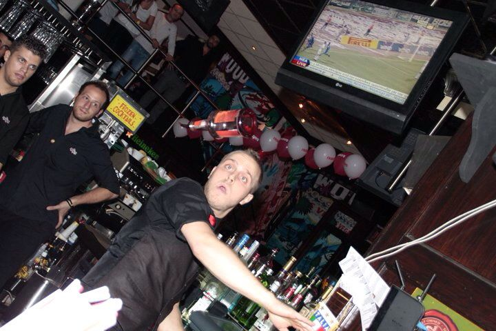 Maybe my first stall in front of audience. T.G.I. Friday's champs 2011. #flairbartendinggreece