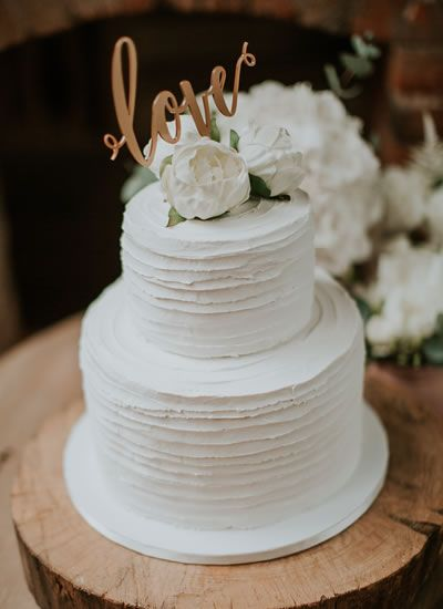 Simple, understated and so sophisticated - we want this wedding cake NOW! This creative couple took a totally natural approach to their DIY wedding full blush and grey decor details made by the bride herself!