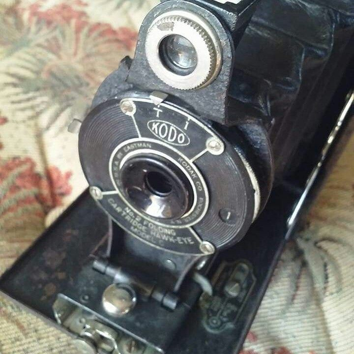 NO 2 FOLDING CARTRIGE HAWK EYE - MODEL C by EASTMAN KODAK CO. Film no 120.