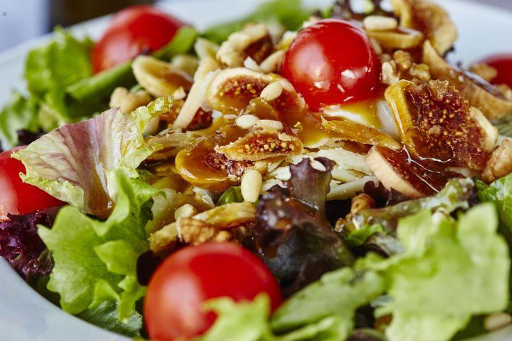 Λόλες με σύκο & καρύδι | Curly lettuce with fig & walnuts